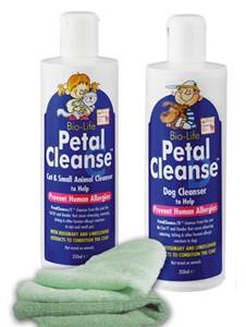 Petal Cleanse sa nanáša hubkou alebo handričkou priamo na zviera